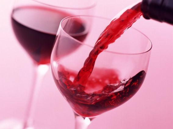 グラスの中で赤ワイン