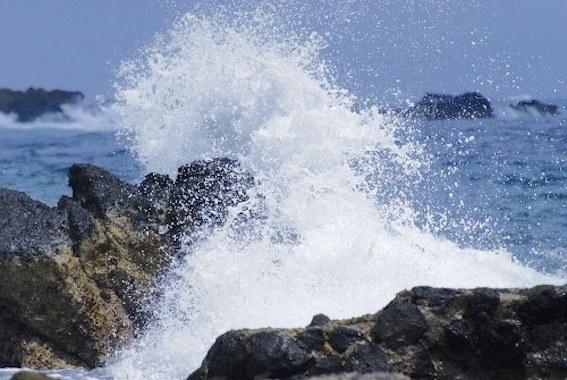 波と岩 写真
