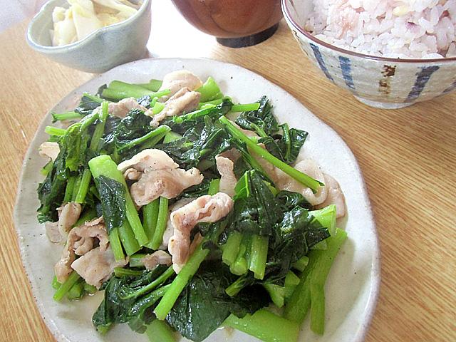 豚バラ肉と炒めました