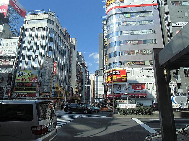 靖国通りから歌舞伎町をのぞいたら
