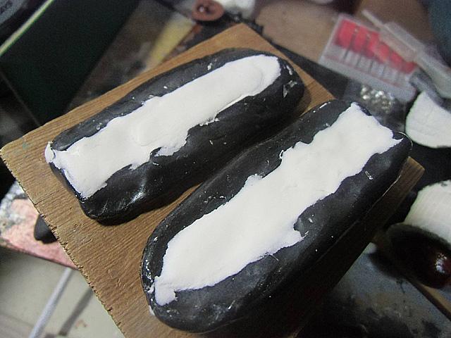 3-粘土を詰めて固める