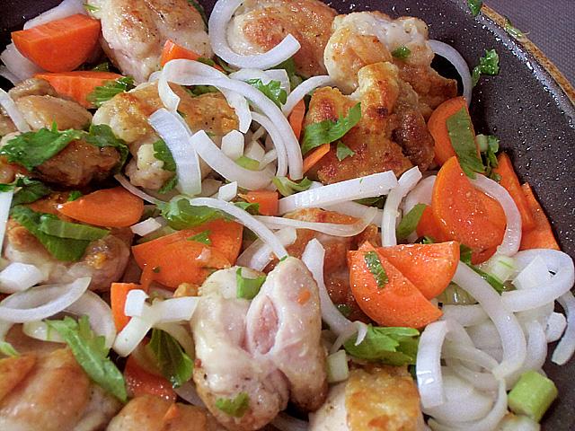 3-香味野菜をくわえて炒める