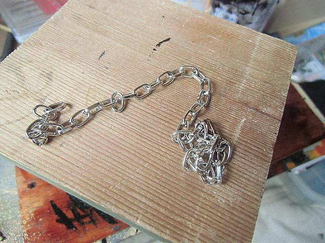 手芸屋さんで買ってきた鎖