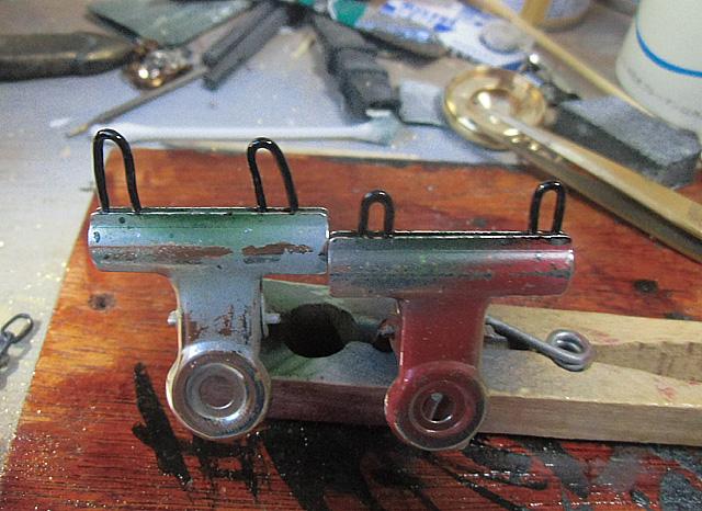 針金でU字金具を作る
