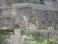 ボタを裏側に運んだトンネル跡