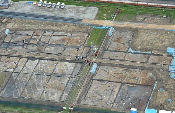0625安満遺跡で広大な水田跡や墓が見つかる