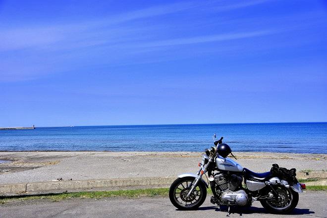海と誰かのバイク