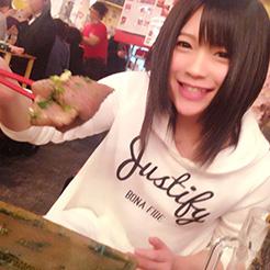 肉寿司を食べるAV女優・南梨央奈さん、どう見ても普通の女の子