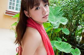篠崎愛 水着の横からはみ出たおっぱいポヨンポヨン画像20枚