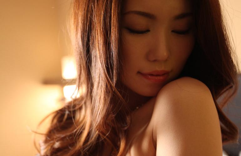 妖艶な魅力の美熟女の愛液滴る濃厚セックス