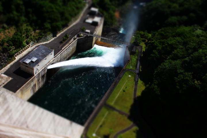 ダムから下を見てみます。