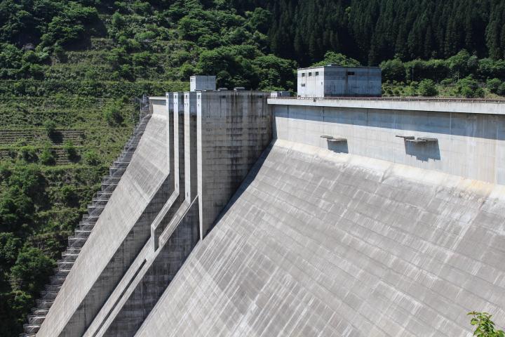 滝沢ダム。