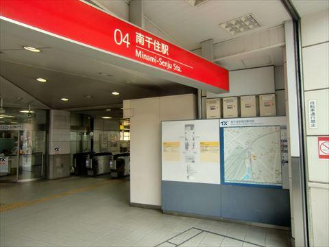 TX 南千住駅改札脇