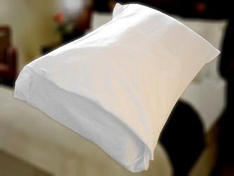 ホテルの枕のベッドメイキング