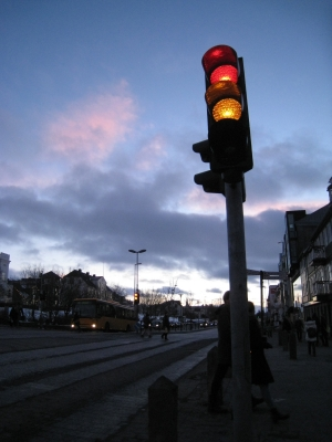 iceland-trafficlight-readyellow