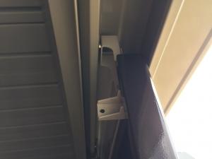 タクボ物置扉のレール上部分