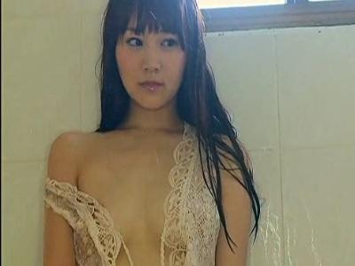 浜田翔子ちゃんレースから乳輪が見えそうになっている動画