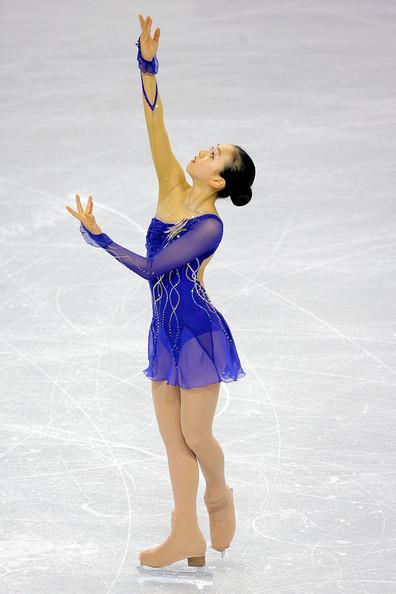 figure-skating-mao-asada-2008-claire-de-lune-blue-dress01.jpg