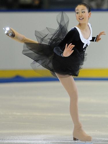 mao-asada-figure-skating-chopin-black-dress-ballade-2010-201112.jpg