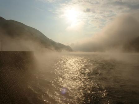 長浜大橋から 肱川あらし 1