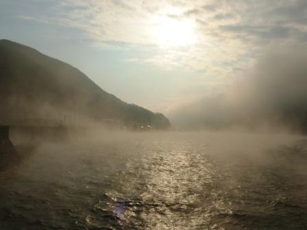 長浜大橋から 肱川あらし 3
