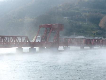 長浜大橋付近から 肱川あらし 3
