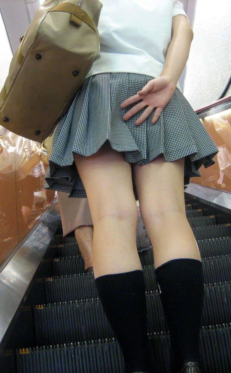 スカートおさえる11