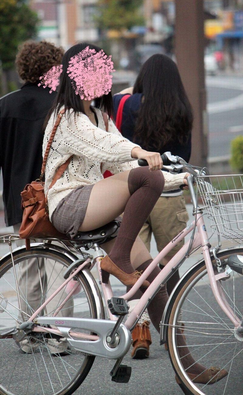 自転車パンチラ脚7