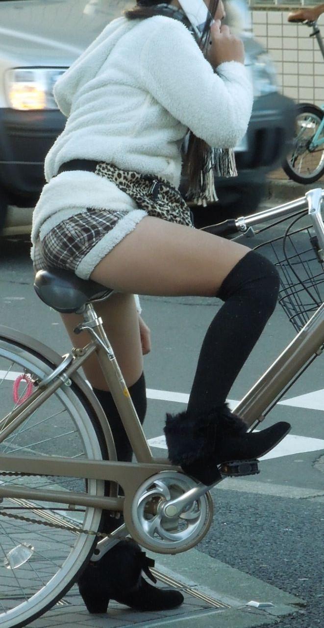 自転車パンチラ脚8