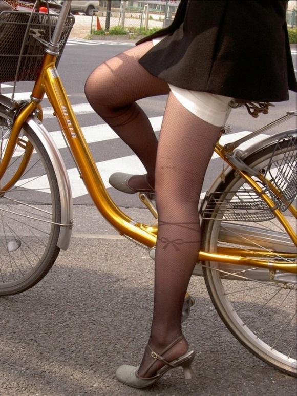 自転車パンチラ脚14