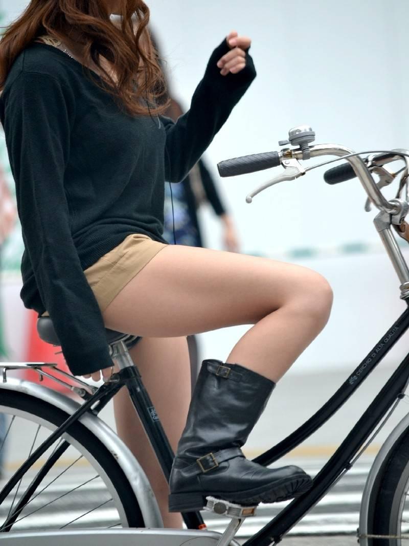 自転車パンチラ脚18