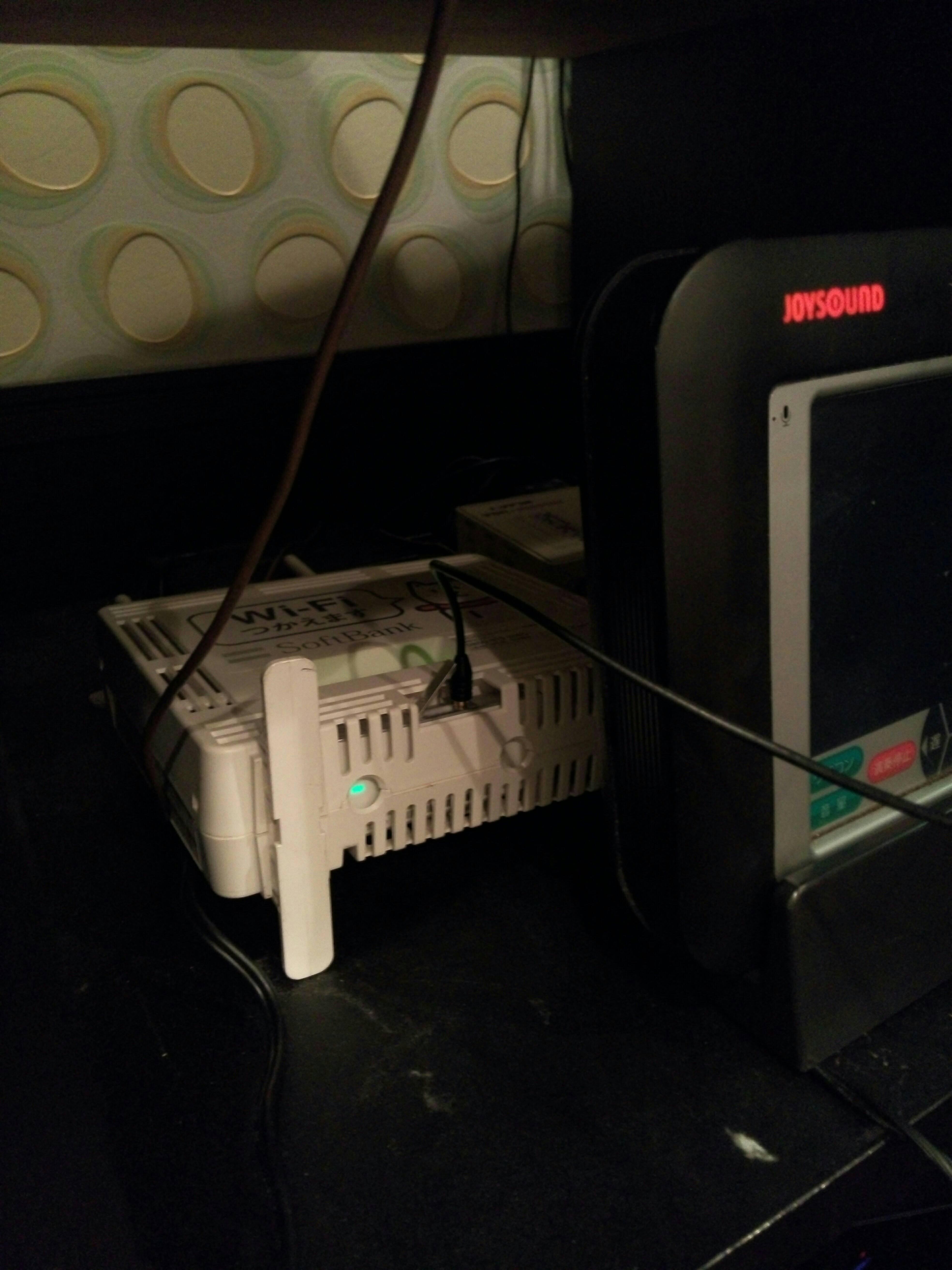 ソフトバンクWi-Fiスポットが周囲の無線環境をゴミ化していて