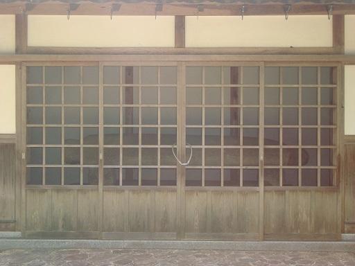 蛭子山1号墳舟形石棺保存施設