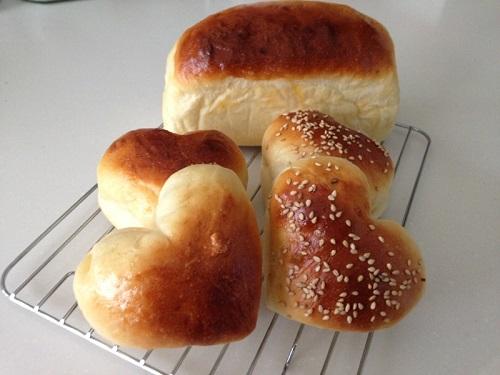 ハート型バンズとパウンド型パン