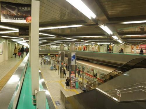 北急千里中央駅ホーム_convert_20150304195416