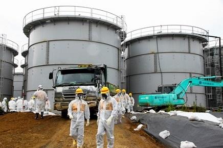 3112015福島汚染水タンク2