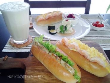 ホットドックのパンでサンドイッチ