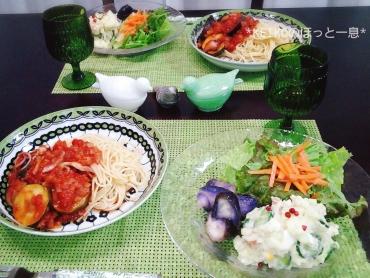 トマトソースパスタと満足サラダプレート