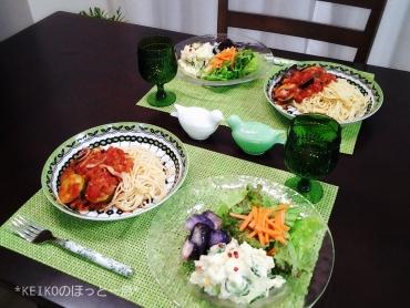 トマトソースパスタと満足サラダプレート2