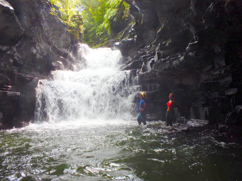 西表島マヤグスクの滝