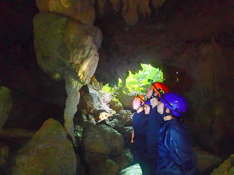 西表島ケイビング・鍾乳洞探検・ケンガイド