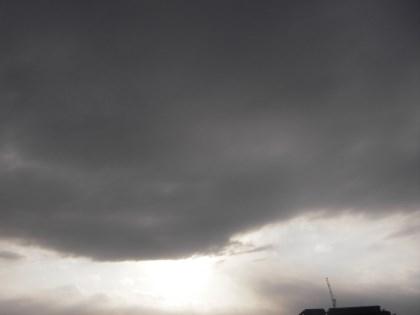 天気急変の雲