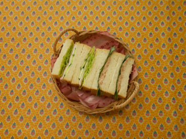 201504 イギリスパンでサンドイッチ カゴ