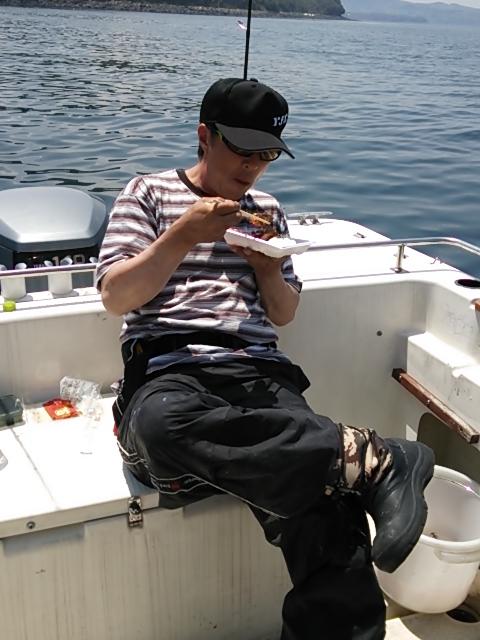 ボートエギング アキラ君昼ご飯