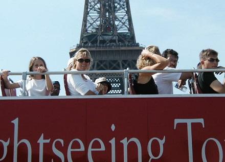 7月29日エッフェル塔と二階だてのバスでの観光