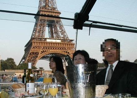 7月31日セーヌ河のクルーズ、背広ネクタイ着用、パサパサのローストビーフ、ワインばかり飲んでいた