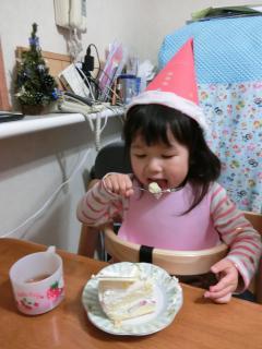 2014クリスマスケーキぱくぱく中
