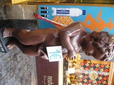 ブリュッセルのワッフル店の小便小僧