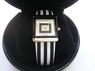 ルルギネス白黒ストライプ腕時計レザー
