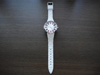 ルルリップ型腕時計全体